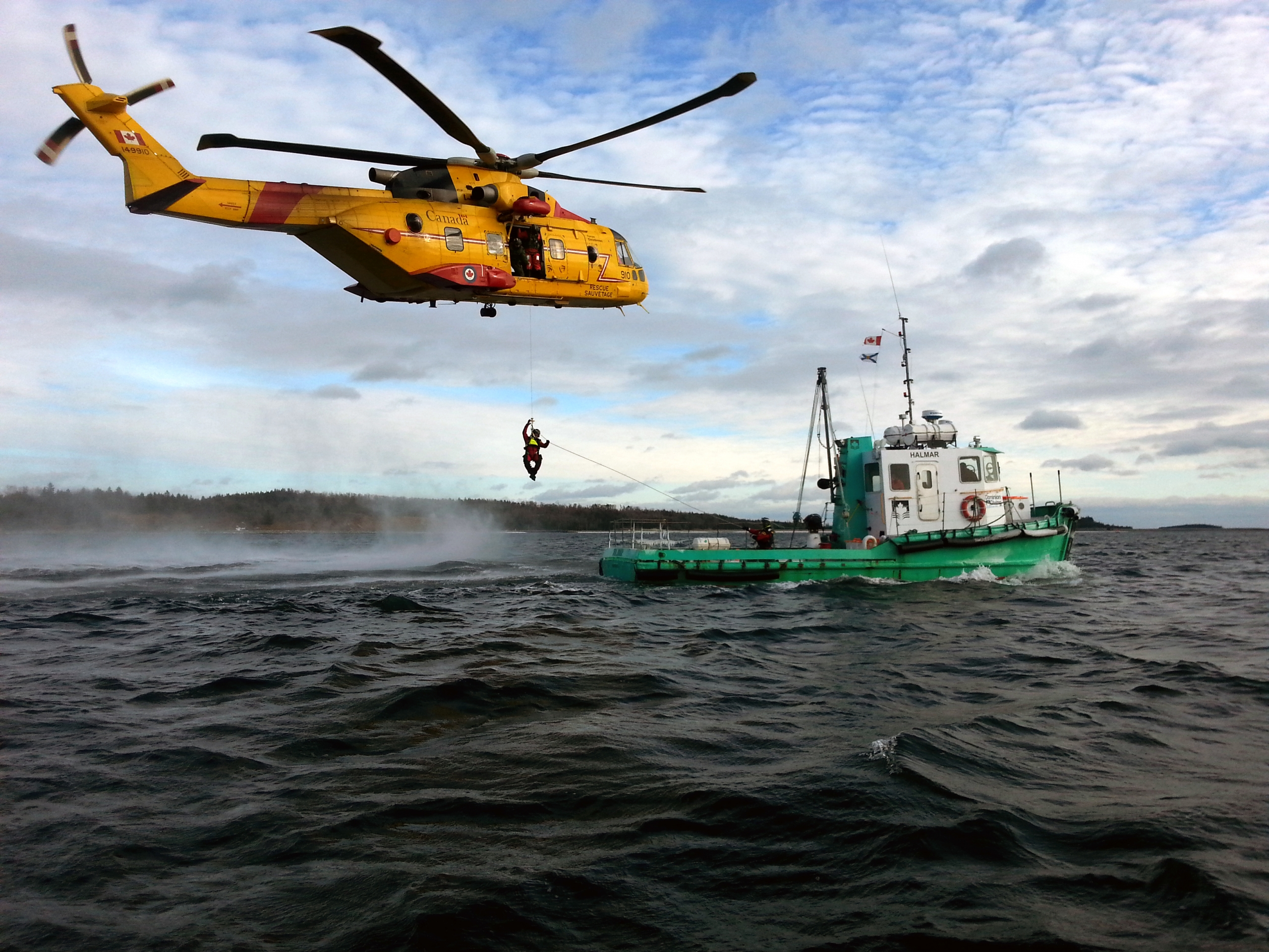 Helicopter rescue training drill with DDL